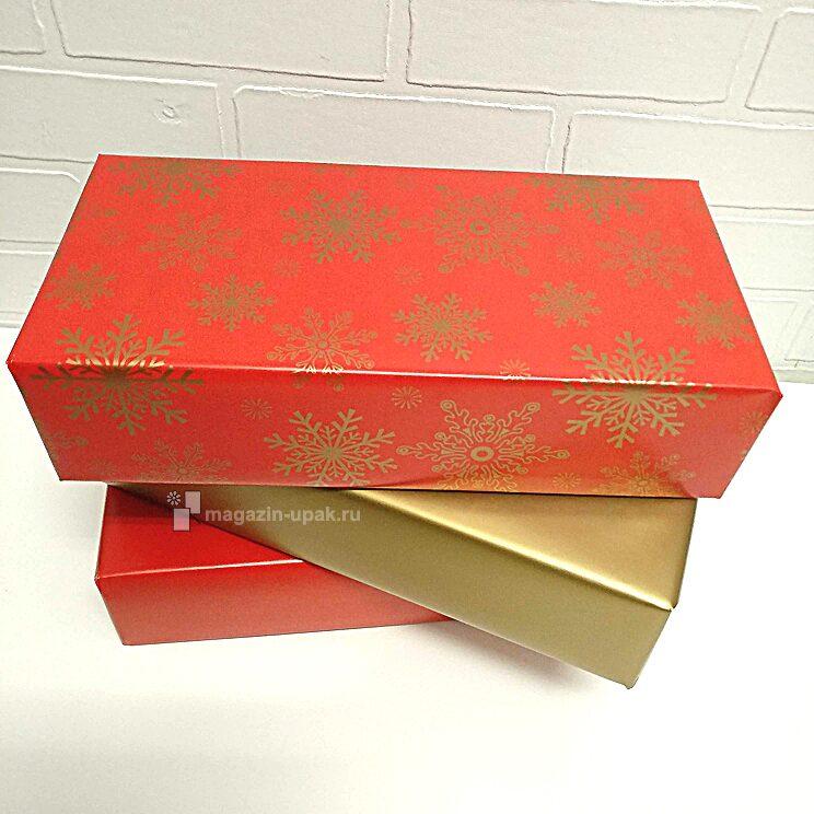 Упаковать новогодний подарок в красивую бумагу со снежинками
