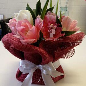 Букет тюльпаны  красная мешковина 5м