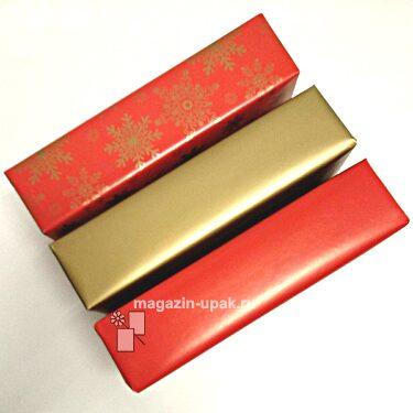 Новогодняя золотая и красная бумага со снежинками