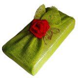 подарок упакован в мешковину декор роза из сизаля